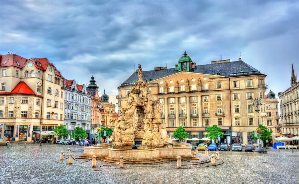 Parnasfontein op Zerny trh-vierkant in de oude stad van Brno - Moravië, Tsjechische Republiek.