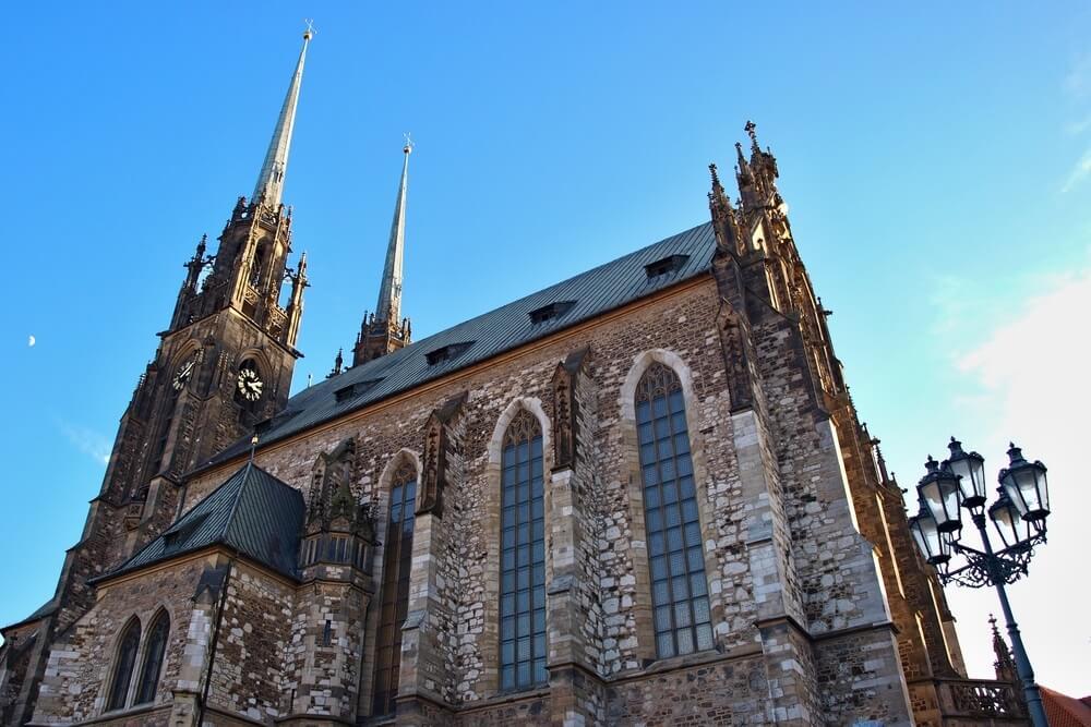 Kerk van St. Peter en Paul in Brno Tsjechië.