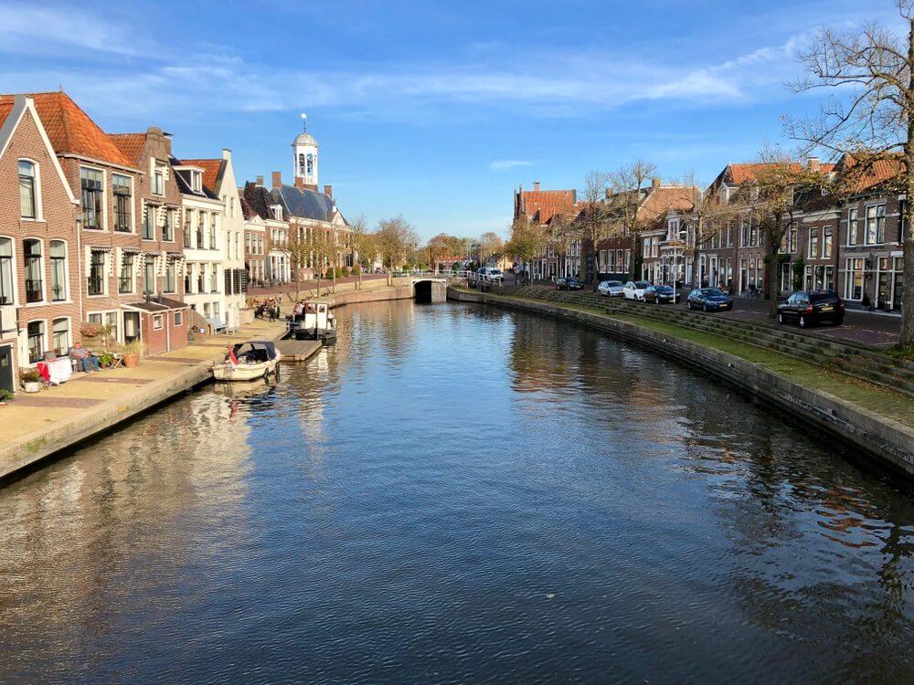 Dokkum, een van de elf steden tocht dorpen langs de kanalen van Friesland.