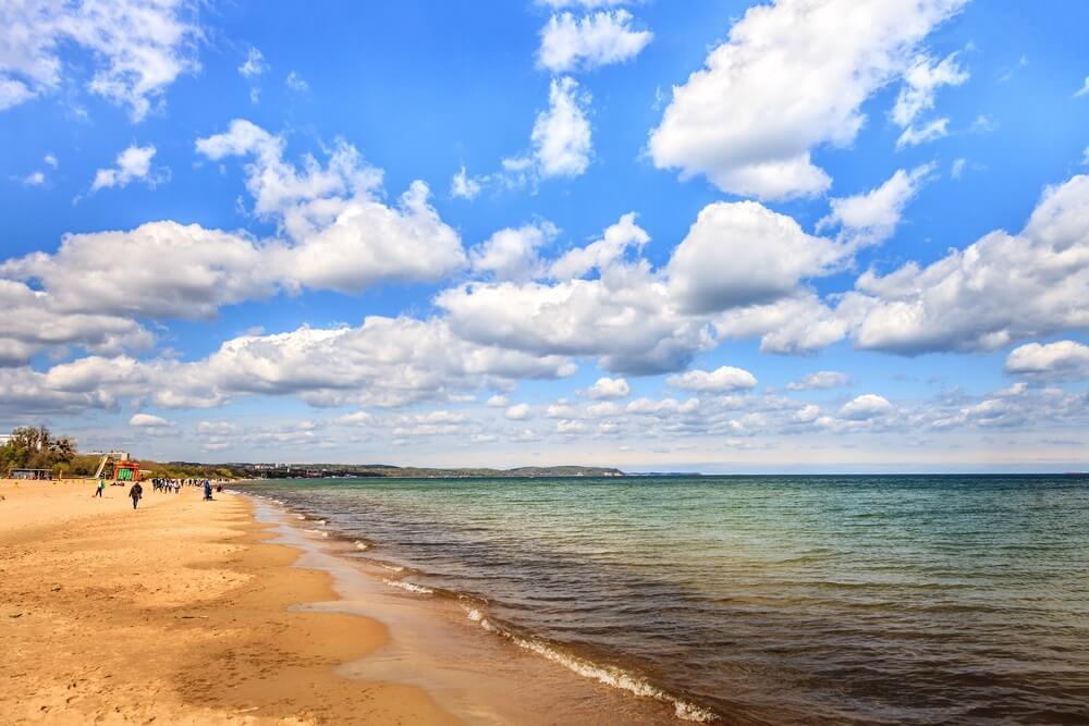 Strand van Jelitkowo aan de Baltische kust in de buurt van Sopot, Polen.