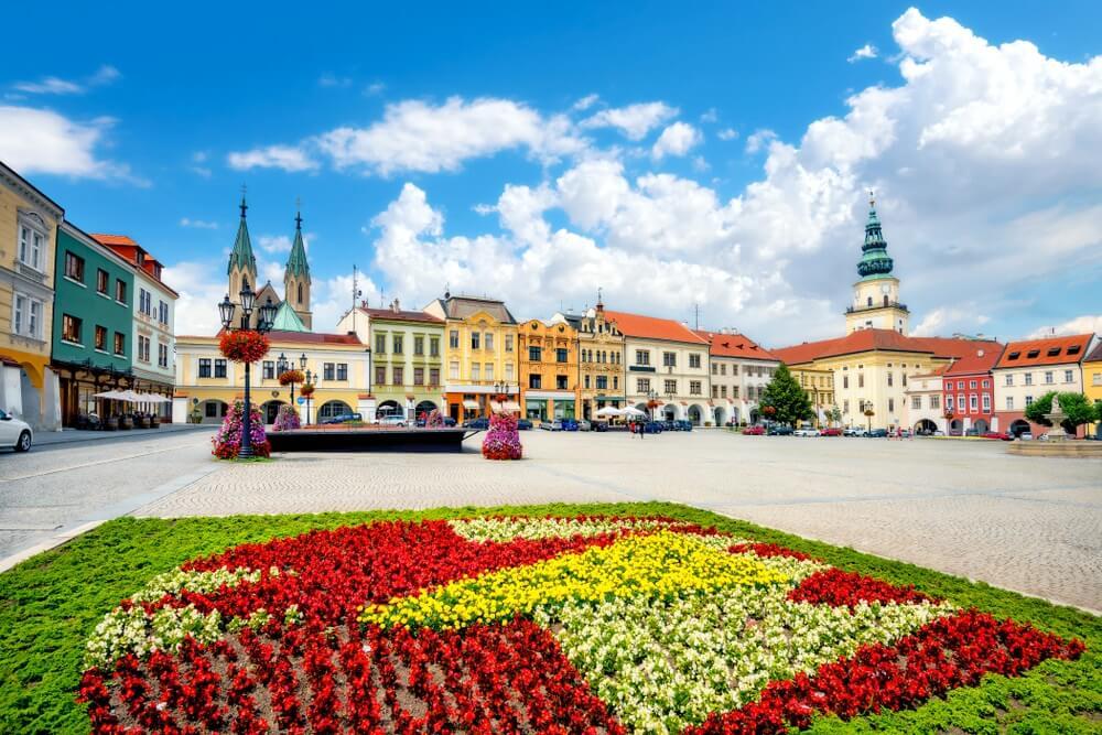 Landschap met het belangrijkste plein van de oude stad Kromeriz in Moravië, Tsjechië.