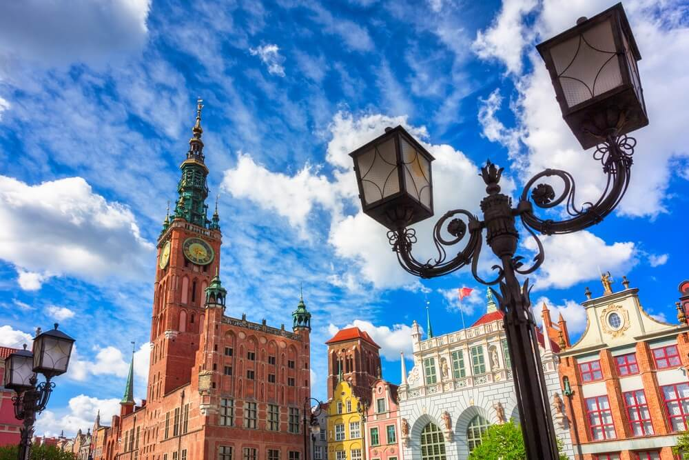 Prachtige architectuur van de oude stad van Gdansk met het stadhuis, Polen.