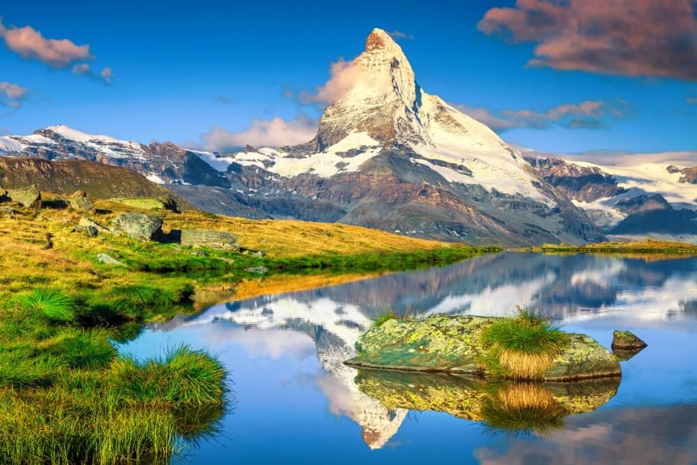 Fantastische fotografie- en wandellocatie, prachtige ochtendlichten met spectaculaire Matterhorn en prachtig Stellisee-meer. Prachtige toeristische plek in Zwitserland in de buurt van Zermatt, Europa.