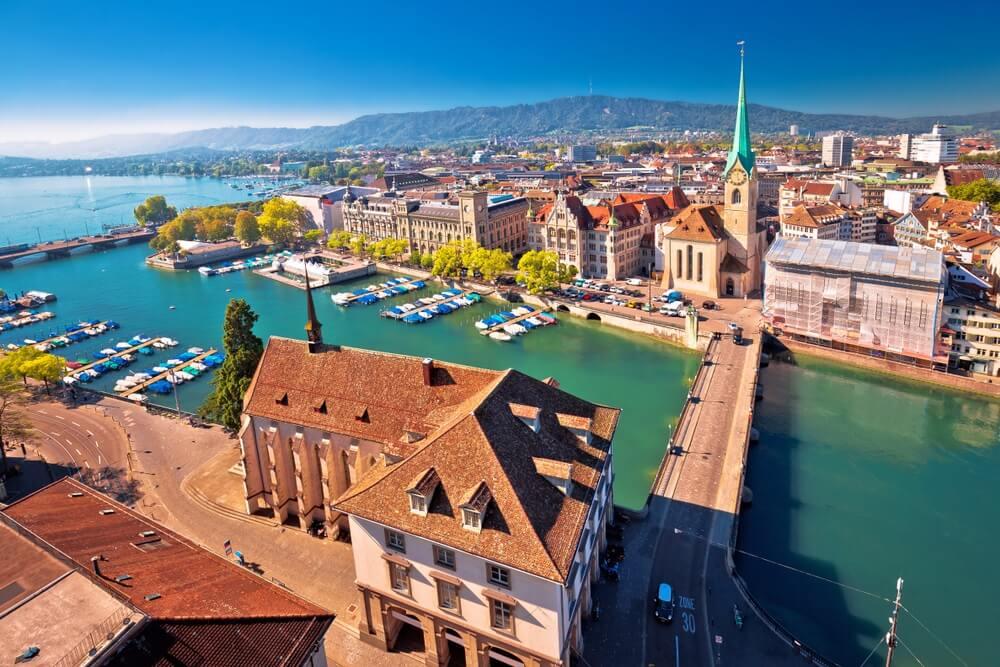 Zürich en Limmat rivier luchtfoto luchtfoto, grootste stad van Zwitserland.