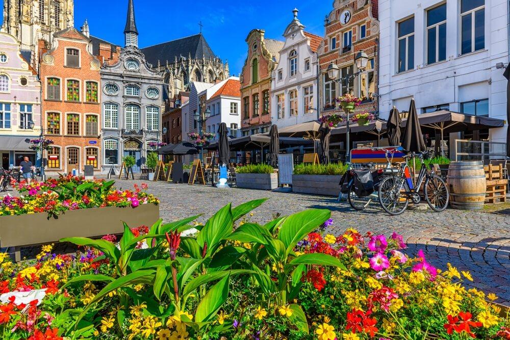 Grote Markt in Mechelen, België. Mechelen is een stad en gemeente in de provincie Antwerpen, Vlaanderen, België. Stadsgezicht van Mechelen.