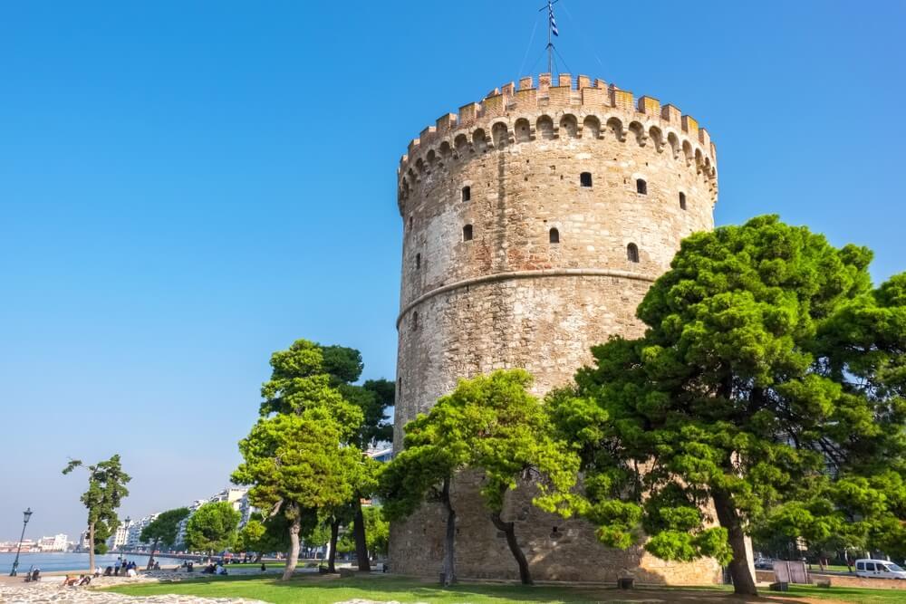De Witte Toren (Lefkos Pyrgos) aan de waterkant in Thessaloniki. Macedonië, Griekenland.