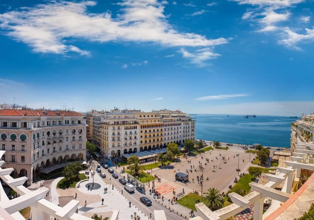 Gezicht op Aristotelous plein, het hart van Thessaloniki stad, Griekenland.