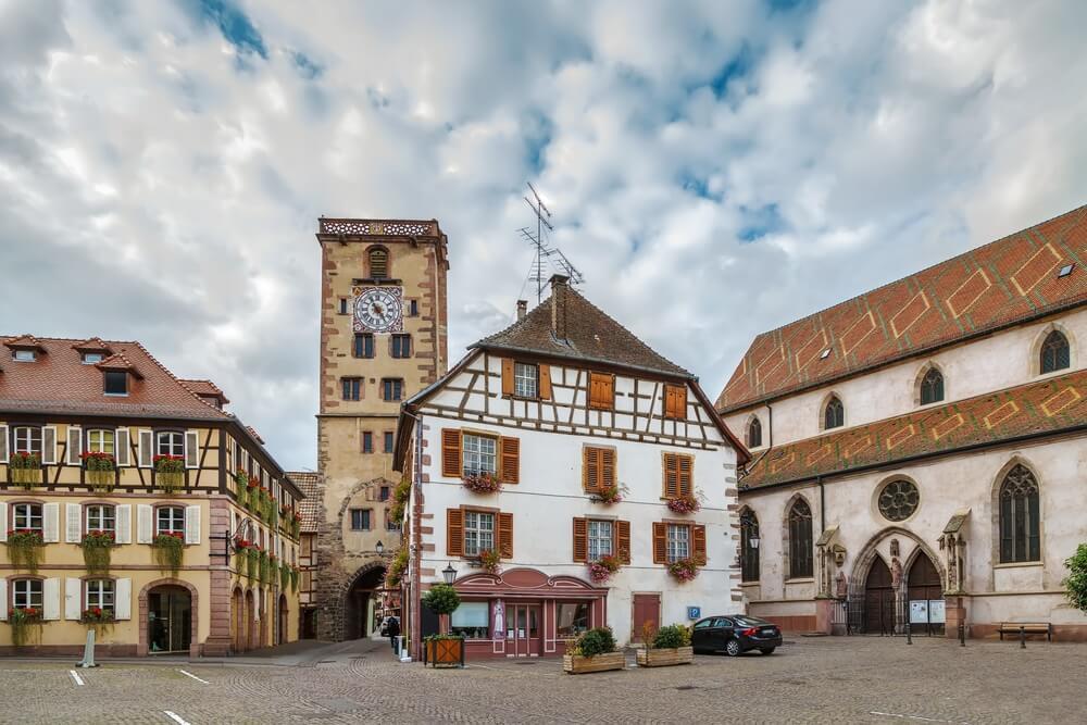 Het pittoreske centrum van Ribeauville, Elzas, Frankrijk.
