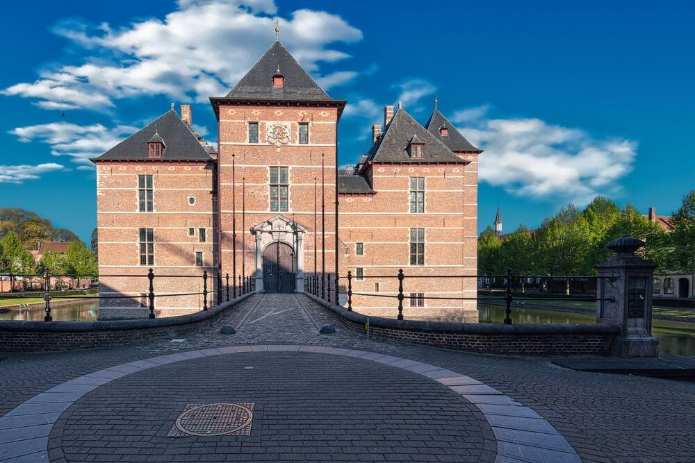 Kasteel Turnhout, bekend kasteel van de hertogen van Brabant, ligt in het centrum van de stad met dezelfde naam, in de provincie Antwerpen in het Vlaamse Gewest in België.