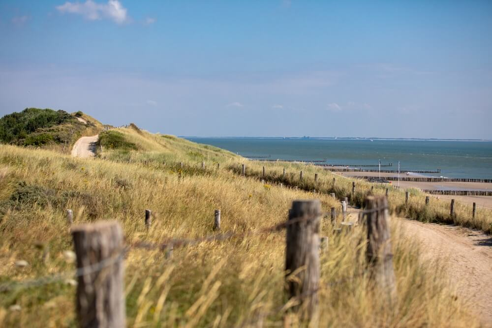 Strand bij Zoutelande (Nederland NL).