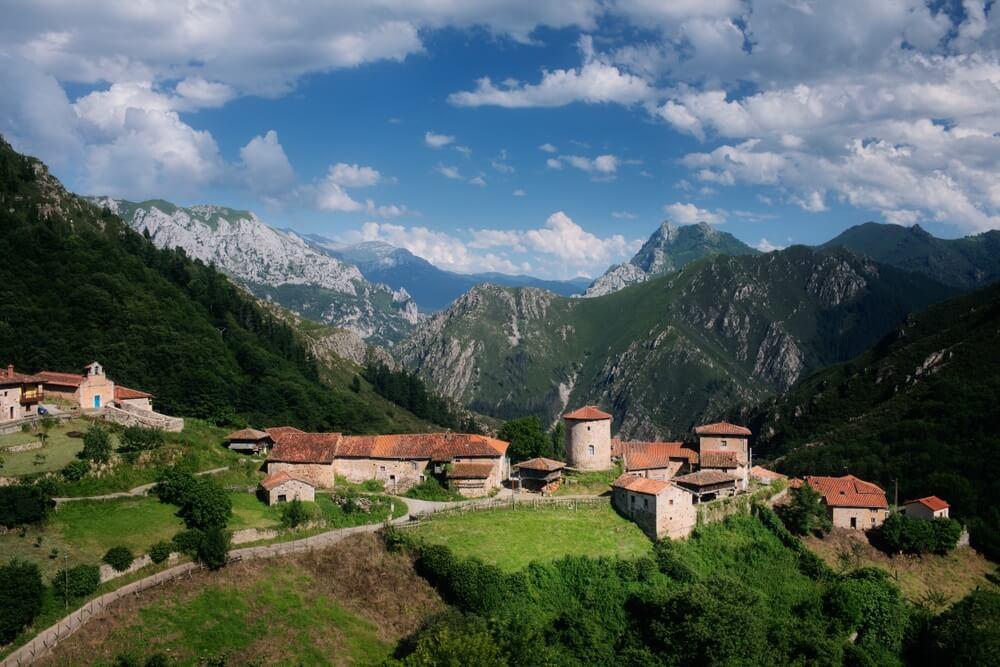 Bandujo, dorp midden in de bergen in Asturië, Spanje.