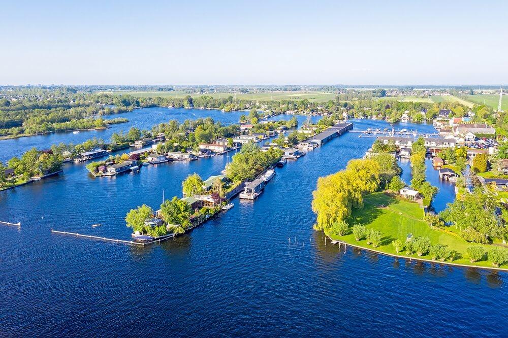 Luchtpanorama vanaf de Vinkeveense plassen in Nederland.