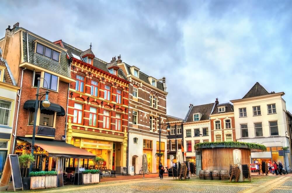 Traditionele huizen in de oude binnenstad van Arnhem, Nederland.