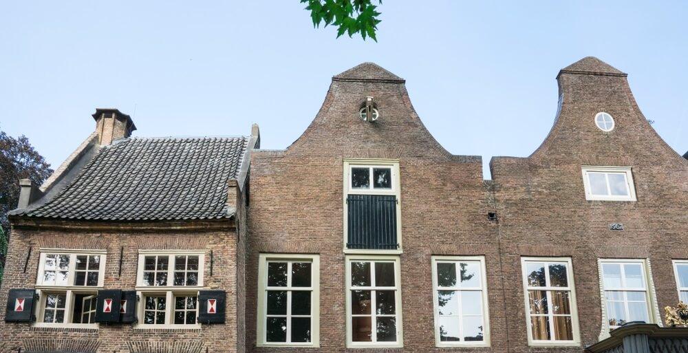 Gebouw in openbaar park Tiel, Nederland.