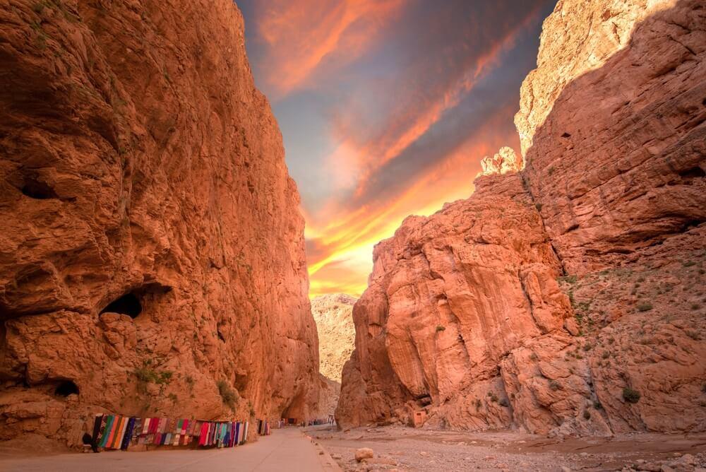De Todgha-kloof of Gorges du Toudra is een kloof in het Hoge Atlasgebergte nabij de stad Tinerhir, Marokko. Een must tijdens je roadtrip doo Marokko.