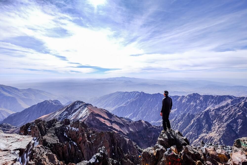 Top van de Toubkal berg in het Toubkal Nationale Park. Roadtrip door Marokko.