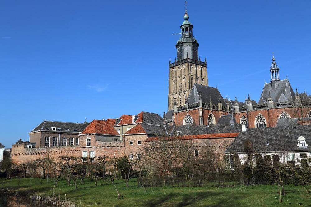 Hanzestad Zutphen met zijn prachtige oude muur, Gelderland.
