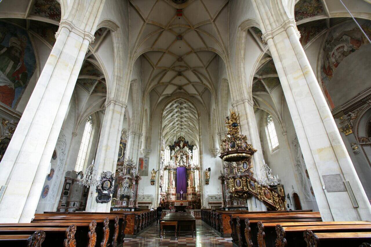 De kathedraal van Graz in het oude stadscentrum. Oostenrijk.