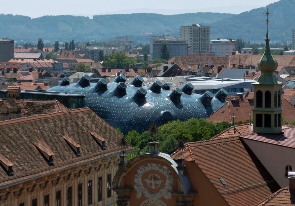 Het imposante Kunsthaus in Graz in het oude stadscentrum.