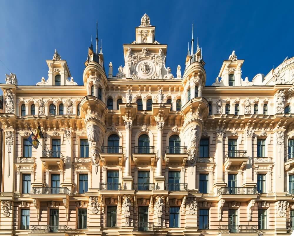 Fragment van de Art Nouveau-architectuurstijl van de stad Riga, Letland.