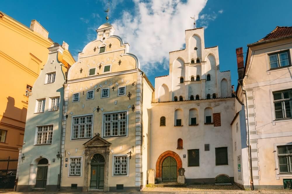 Riga, Letland. Oriëntatiepunt De drie broers gebouwen. Oude huizen vormen samen het oudste complex van woonhuizen. Staatsinspectie voor bescherming van erfgoed en Lets Architectuurmuseum.