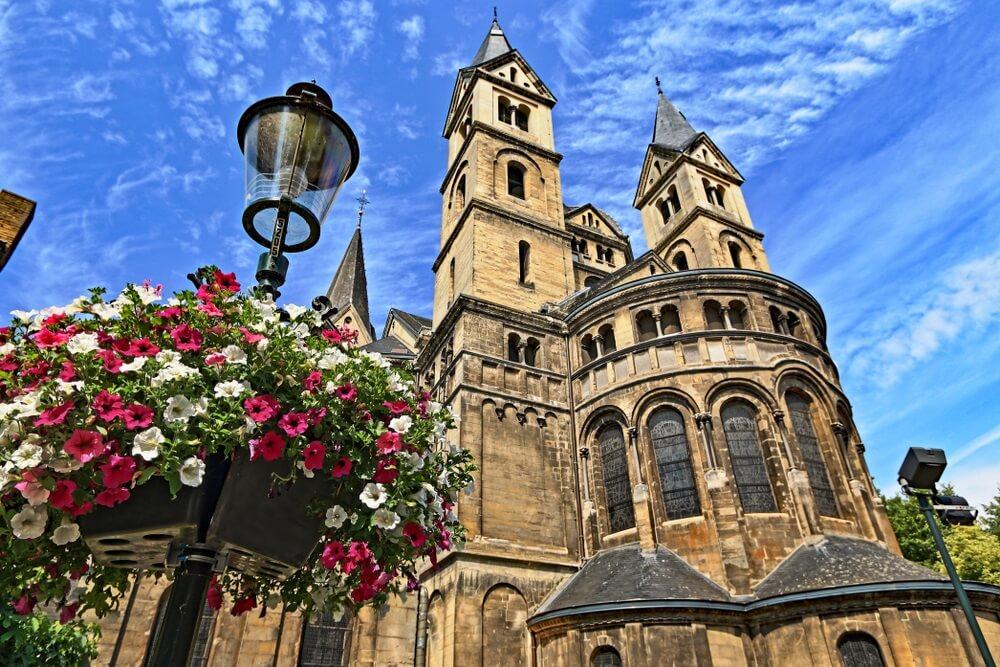 De Munsterkerk in Roermond; ontwerp van Pierre Cuypers. Museum in Limburg.