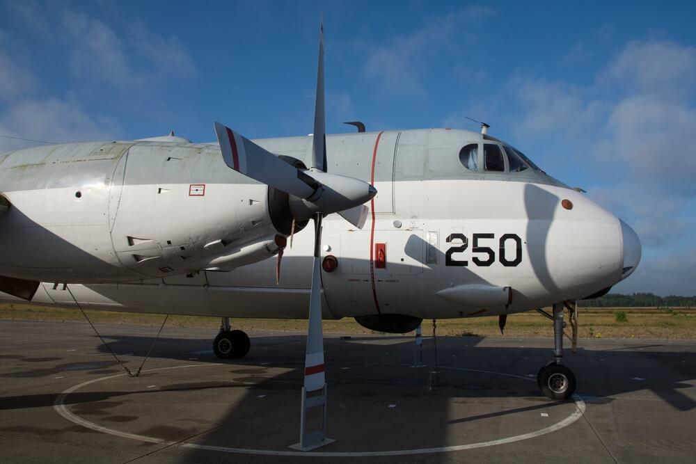 Voorste gedeelte van een patrouillevliegtuig in Soesterberg (Nederland).