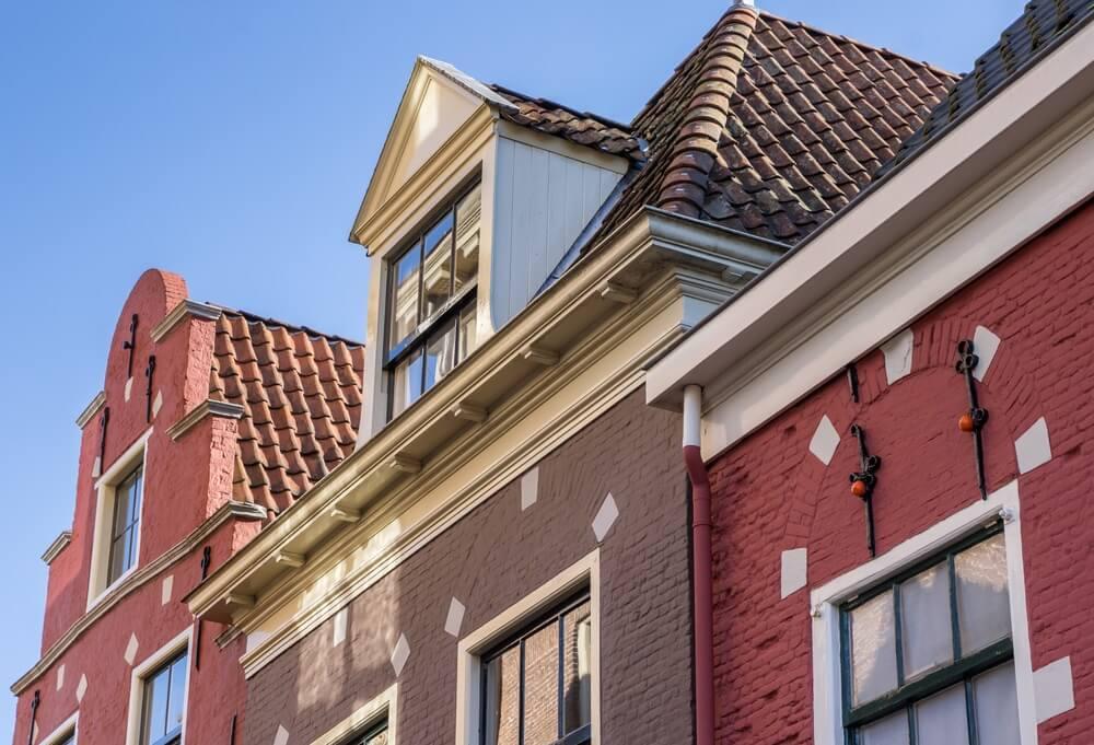 Details of historische huizen in het oude centrum van Leeuwarden, Friesland, Nederland.