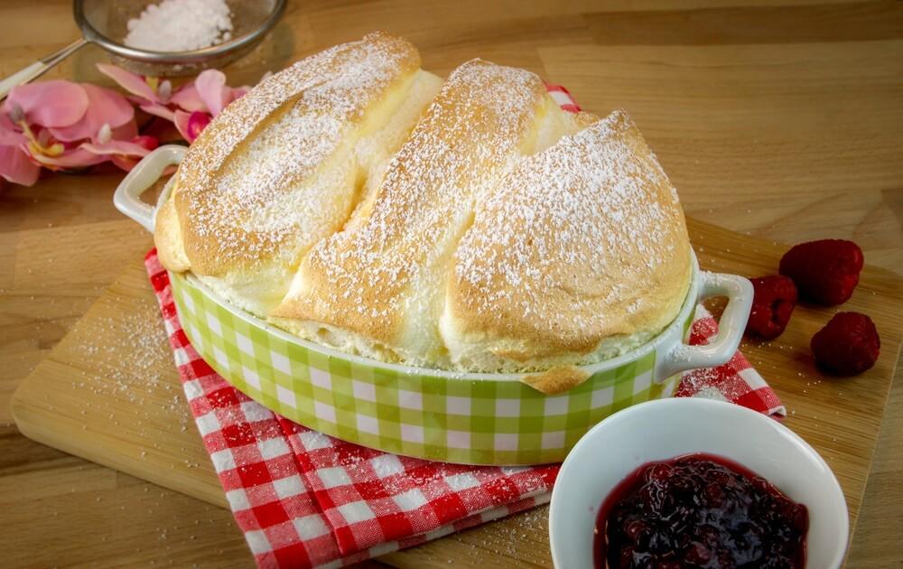 voedseldessert Salzburger Nockerl Oostenrijkse specialiteit.